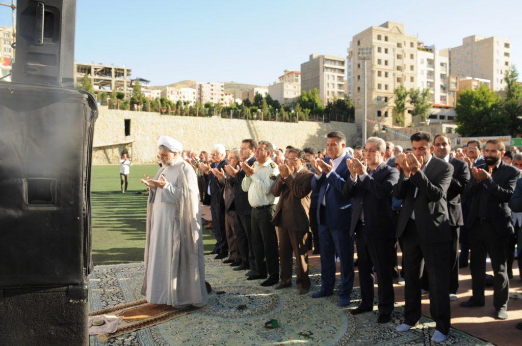 برگزاری باشکوه  نماز عید سعید فطر با حضور بیش از ۳۰۰۰ نفر نمازگزار در زمین فوتبال شهدای رودهن